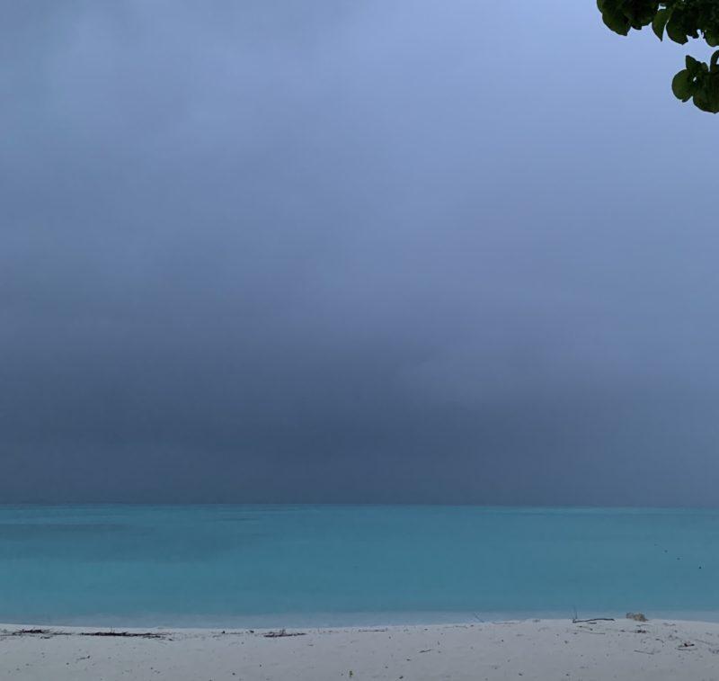 雨のモルディブ