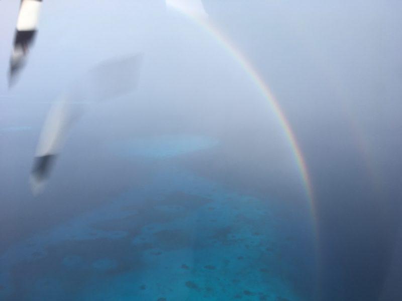水上飛行機から見る虹