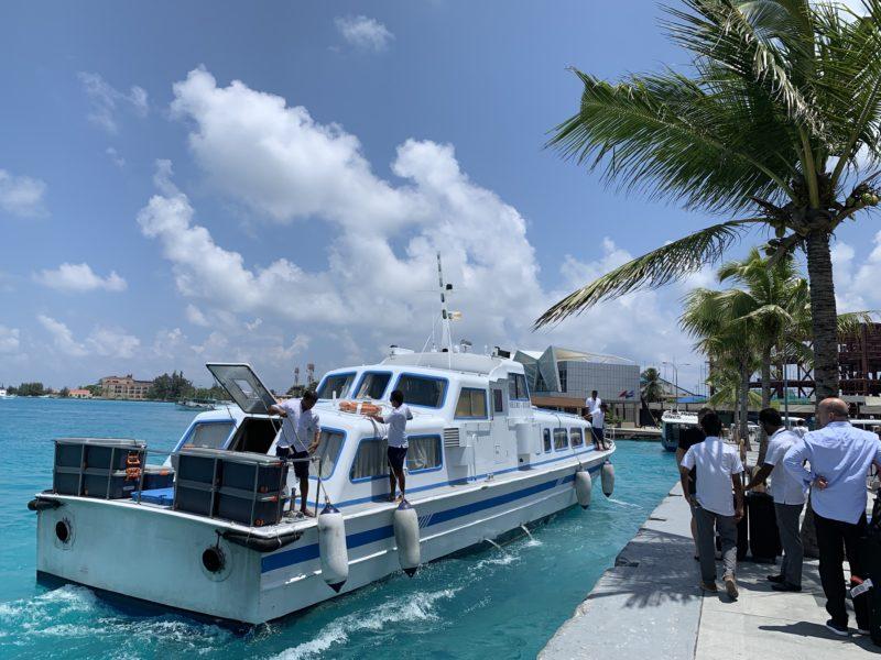 ミールアイランドリゾートのボート