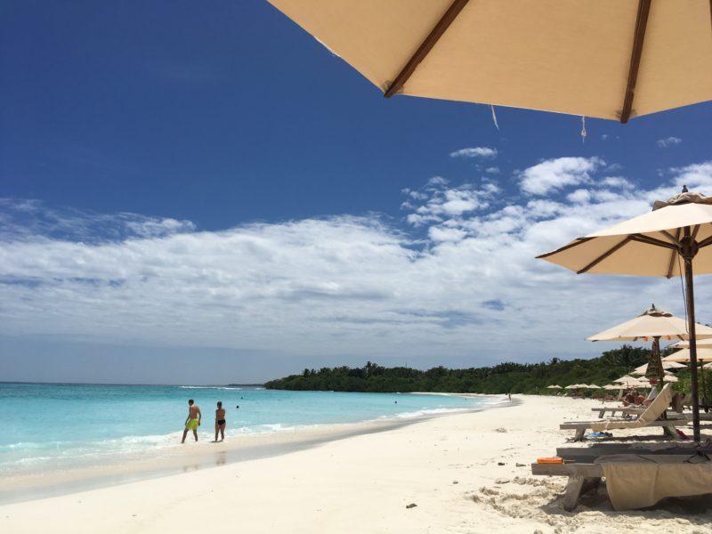 モルディブ、ホテルのビーチ