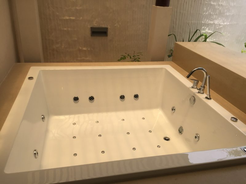 Hideaway beach resort- sunset beach villa- bathtub